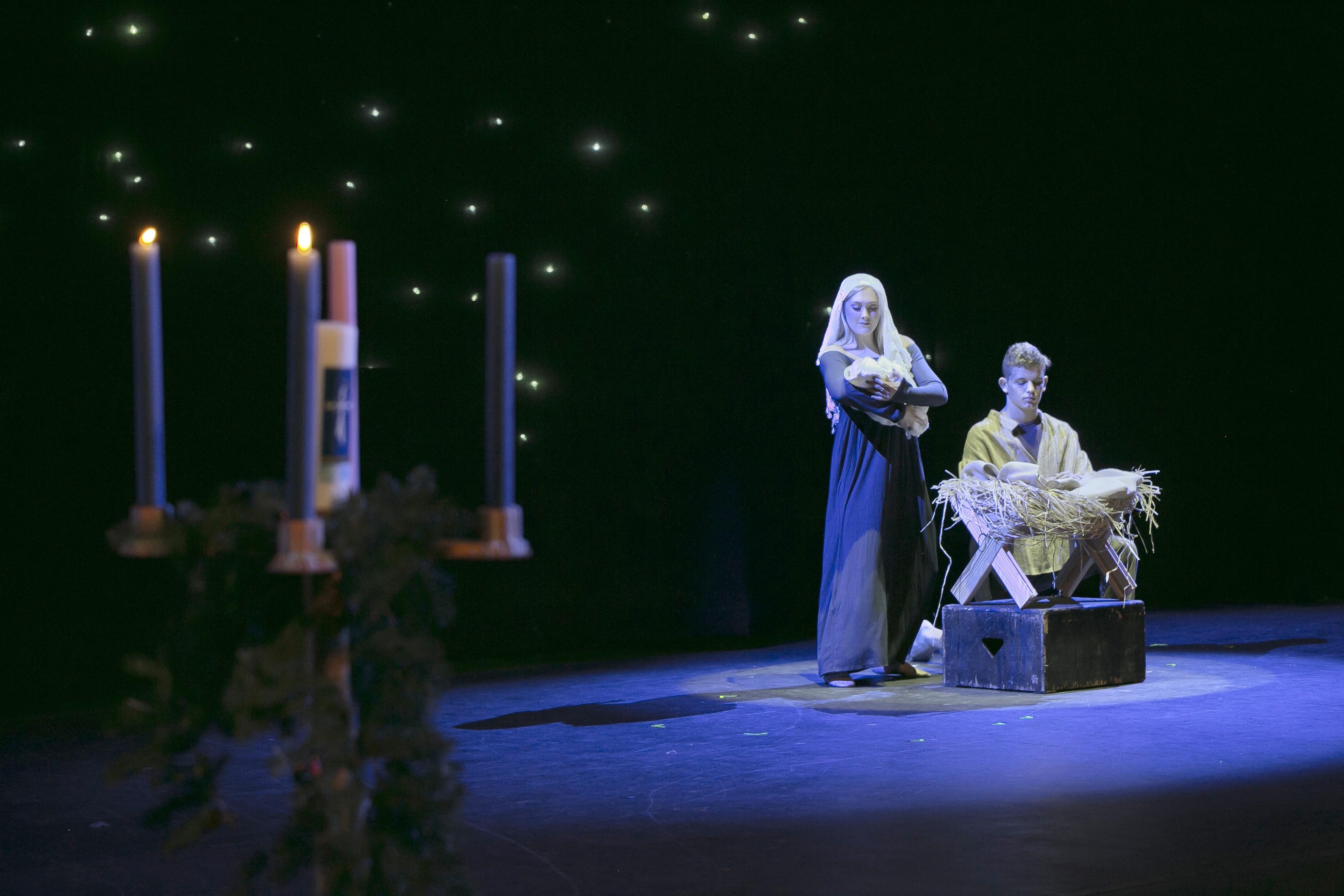 Christmas_Chapel_246-145054-edited.jpg